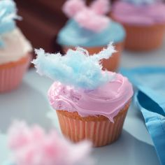 Cotton Candy Cupcakes http://thecupcakedailyblog.com/cotton-candy-cupcakes/