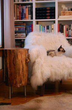 Дерево в интерьере: аксессуары и мебель из пней   Фото Shag Rug, Blanket, Rugs, Home Decor, Shaggy Rug, Homemade Home Decor, Blankets, Types Of Rugs, Carpet