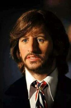 Ringo Starr does his Barry Gibb impression Ringo Starr, George Harrison, John Lennon, Great Bands, Cool Bands, Richard Starkey, Beatles Love, Beatles Art, Barry Gibb