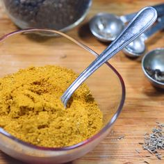 Learn how to make Jamaican curry powder from scratch Jamaican Dishes, Jamaican Recipes, Curry Recipes, Vegan Recipes, Healthy Cooking, Cooking Recipes, Cooking Pasta, Cooking Gadgets, Cooking Ideas