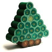 Make your own advent calendar from toilet paper rolls Modern Christmas, Christmas Deco, Kids Christmas, Christmas Crafts, Xmas Tree, Christmas Tree Decorations, Advent Calenders, Toilet Paper Roll, Diy For Kids
