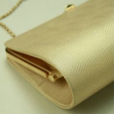 Gold, flower pattern, bag / 礼装用にも 淡金地 波地紋に花柄 バッグ