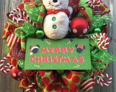 Navidad guirnalda, corona de pan de jengibre, Navidad arpillera guirnalda, decoración de pan de jengibre, decoración de Navidad  ¡ OH Snap! Ginger Snap que es!!!  Usted está viendo una guirnalda de Navidad primitiva diversión llenada de bondad saludable ~ estilo de pan de jengibre!  En un marco de cable, con arpilleras diseño con rayas rojo y marrón, rizos de malla blanca, cinta de arpillera de rojo y blanco a cuadros, cinta de encaje marrón, adornos de lunares XL, aerosoles de bayas, un…