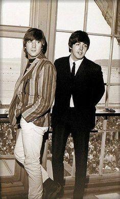 John Lennon and Paul McCartney, The Beatles. The Beatles, John Lennon Beatles, Beatles Photos, Beatles Art, Liverpool, Rock Bands, Comic Cat, John Lennon Paul Mccartney, Idole