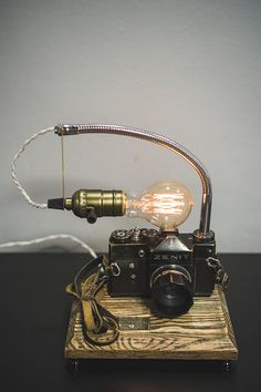 Camera lamp Pride&Joy gifts for him old camera lights gifts for her vintage camera lamp retro camera lamp unique gifts engraving home decor Source by marlenehammersh Industrial Light Fixtures, Industrial Lighting, Diy Luminaire, Lampe Retro, Usb Lamp, Dslr Photography Tips, Creepy Photography, Vintage Cameras, Vintage Camera Decor
