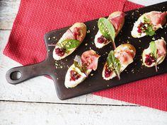 Recept: Crostini s brusinkami a pistáciemi Food Styling, Kitchen, Cooking, Kitchens, Cuisine, Cucina