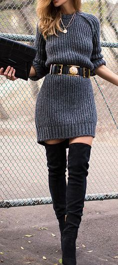 Las botas arriba de la rodilla son básicas para esta temporada, y si las combinas con un vestido tejido, estarás del otro lado. | 16 Consejos de moda para usar tus vestidos cuando hace frío