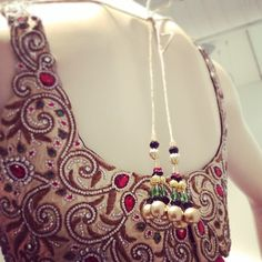New black saree with a beautifully stitched blouse #ctcwest #saree #sareeswag #formalwear