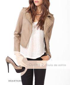 Usa una #chaqueta con #estoperoles y nuestros #Pump Beige/Negro Piel para lucir #glamurosa y #divertida.