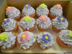 Flower cupcakes (: