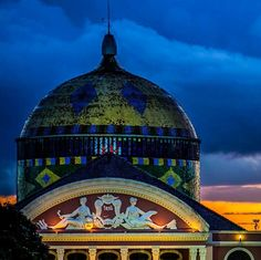 Vista externa da cúpula do Teatro Amazonas, em Manaus.   Veja também:  http://semioticas1.blogspot.com.br/2012/03/resumo-da-opera.html