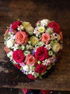 Beautiful Flower Arrangements, Floral Arrangements, Beautiful Flowers, Happy Birthday Flower, Happy Birthday Wishes, Rose Flower Wallpaper, Flower Box Gift, Valentines Flowers, Funeral Flowers