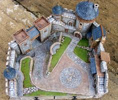 model castle - several photos, no instructions - dioramas