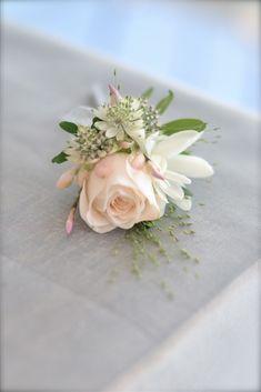 Stunning wedding corsage 15 | GirlYard.com
