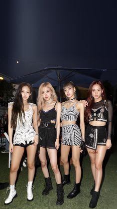 kpop workout routine me o - workout Kpop Girl Groups, Kpop Girls, Girls Generation, Black Pink Kpop, Divas, Blackpink Photos, Kim Jisoo, Blackpink Fashion, Jennie Blackpink