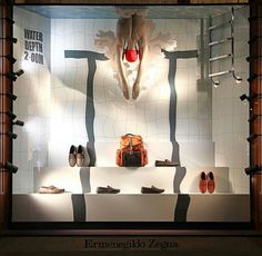 Unbelievable use of lines and perspective Fashion Window Display, Window Display Design, Store Window Displays, Visual Merchandising Displays, Visual Display, Cosmetic Display, Showroom Design, Retail Windows, Exhibition Space