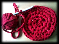 work-and-process: :: Make T-Yarn from your old shirt and crochet something new ::