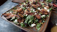 Roasted Fig Salad with Goat Cheese, Prosciutto and Arugula - Entertain - Salat Arugula Recipes, Fig Recipes, Side Dish Recipes, Salad Recipes, Party Recipes, Fig Salad, Beet Salad, Caprese Salad, Dining