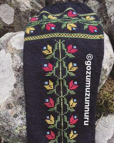 Örgü Karadeniz Çorapları ⭐️ #örgü #örme #örgüçorap #çorap #cinciva #camlihemsin #picoftheday #mollaveyis #knitted #knitting #kneesocks #knittedsocks #knittingsocks #karadeniz #kaçkardağları #kaçkarlar #dizaltı #doityourself #diy Cross Stitch Patterns, Elsa, Under Armour, Socks, Creative, Bags, Fashion, Cross Stitch, Embroidered Shirts