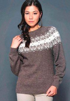 Женский пуловер с жаккардовым узором спицами