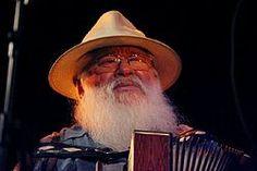 Hermeto Pascoal (nascido em Olho d'Água das Flores e criado na Lagoa da Canoa, 22 de junho de 1936) é um compositor arranjador e multi-instrumentista brasileiro (toca acordeão, flauta, piano, saxofone, trompete, bombardino, escaleta, violão e diversos outros instrumentos musicais)