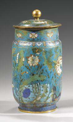 Pot couvert en bronze doré et émaux cloisonnés XVII<sup>E</sup>-XVIII<sup>E</sup>siècle | Lot | Sotheby's