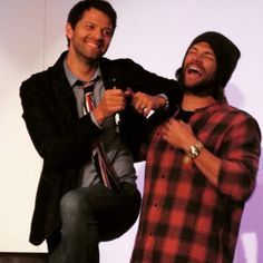 Misha climbing on a chair to be taller than Jared after Jared crashed Misha's panel - Asylum 14