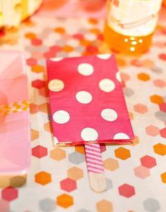 Plush Event Recap {+ 2 New HWTM Popsicle Party Themes}! Jennifer Sbranti, founder of Hostess with the Mostess shares tips and tricks to make any party POP! Ice Cream Theme, Ice Cream Party, Happy Party, Posh Party, Birthday Party Tables, Birthday Ideas, 2nd Birthday, Popsicle Party, Ice Cream Social