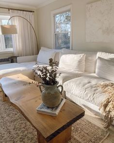 light, dreamy and airy living room space inspiration for your home #Homedecor #sleek #interiordesign Interior Design Minimalist, Interior Design Living Room, Living Room Designs, Modern Interior, Contemporary Interior Design, Room Interior, Interior Decorating Styles, Interior Colors, Minimalist Home Decor