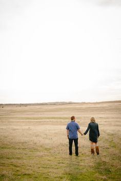 Outdoor engagment photos in open field with bride wearing fringe boots - Photos by Stephen Karlisch