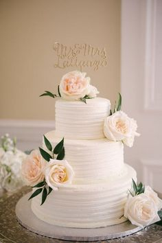 Top 15 Gorgeous Neutral Wedding Cakes that WOW - EmmaLovesWeddings simple elega. Top 15 Gorgeous Neutral Wedding Cakes that WOW - EmmaLovesWeddings simple elegant tree tiered wedding cake with Floral Wedding Cakes, Wedding Cake Rustic, Wedding Cakes With Cupcakes, Wedding Cake Decorations, Wedding Cakes With Flowers, Wedding Cake Designs, Wedding Cake Toppers, Cake Wedding, Wedding Ceremony