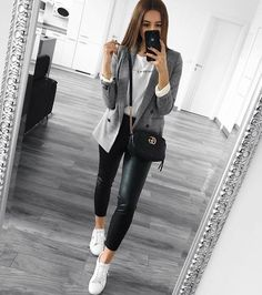 Tendances mode automne-hiver Fall / Winter Fashion TrendsDiscover the fall / winter fashion trends of the season. We love the new collection at Zara, Mango, H & M, sandro Casual Work Outfits, Blazer Outfits, Business Casual Outfits, Mode Outfits, Office Outfits, Work Casual, Comfy Casual, Office Attire, Urban Outfits