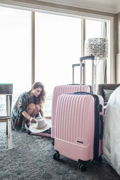 Luggage is the best think in travel. I have used many travel luggage some of good and some of comfortable and some of are not comfortable. Now I share some best travel luggage for travler. Pink Luggage, Cute Luggage, Luggage Bags, Hand Luggage Bag, New Travel, Travel Style, Travel Plane, Travel Logo, Luxury Travel