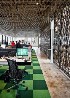 David Maciejewski - Google+ - Weiße Wandfarbe und strapazierfähiger Industrieteppich kann…