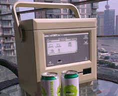懐かしの Macintosh を持って山や海に繰り出そう?- 初期型 Macintosh をモチーフにしたクーラーボックス「MaCool(マックール)」