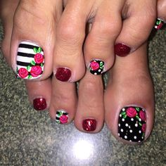 Pretty Toe Nails, Cute Toe Nails, Polygel Nails, Feet Nails, Bling Nails, Love Nails, How To Do Nails, Hair And Nails, Pedicure Designs