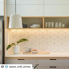 Apaixonei na marcenaria dessa cozinha, combinando com esse revestimento. Que trabalho lindo! #Repost @space_craft_joinery with @repostapp ・・・ Potter ceramic pendant lights, hoop pine ply open shelving, notch out handle detail, Tex Mutina white tile and white and grey laminate complete this restrained colour palette. What you can't see is the vibrant pop of yellow... Check out more shots of this project at http://spacecraftjoinery.com.au/projects/nathan-ellen/ #spacecraftjoinery…