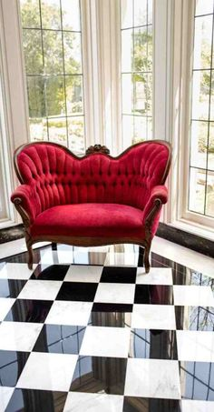 How To Integrate Unique And Modern Victorian Style Furniture Into Your Home Victorian Style Furniture, Victorian Chair, Modern Victorian, Classic Furniture, Victorian Interiors, Victorian Decor, Victorian Christmas, Classic Home Decor, Classic House