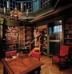 "booksnbuildings: """"Amsterdam's Ets Haim – Livraria Montesinos is the oldest Jewish library in the world, having enjoyed international acclaim since the Golden Age. The collected works of Ets Haim Library comprise over 500 manuscripts dating back to..."
