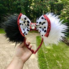 Cruella Deville Ears Cruella Ears 101 Dalmations Ears Custom Minnie Mouse Ears Disney Ears - New Ideas Disney Minnie Mouse Ears, Diy Disney Ears, Disney Halloween Ears, Minnie Mouse Costume, Disney Cute, Walt Disney, Disney Ears Headband, Disney Headbands, Micky Ears