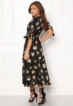 Bubbleroom - Sko & Klær på nett Dresses With Sleeves, Long Sleeve, Fashion, Moda, Full Sleeves, La Mode, Gowns With Sleeves, Fasion, Fashion Models