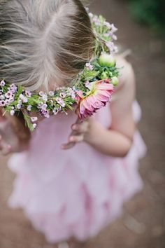 flower girl / flower wreath