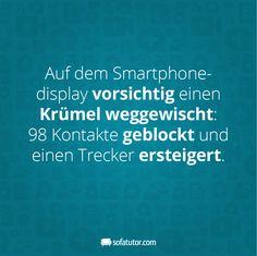 """""""Auf dem Smartphonedisplay vorsichtig einen Krümel weggewischt: 98 Kontakte geblockt und einen Trecker ersteigert."""" Mehr lustige Sprüche findest du hier: http://magazin.sofatutor.com/eltern/2016/03/17/10-lustige-facebook-sprueche-die-sie-kennen-sollten/"""
