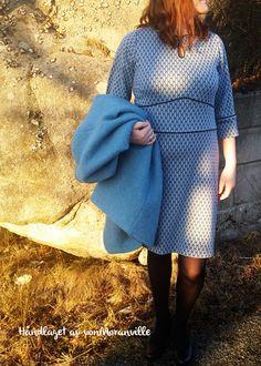 Håndlaget jerseykjole med biser. Mønster fra Alt om Håndarbeide /Me-made jerseydress with piping. Handmade Dresses, Tunic, Handmade Clothes