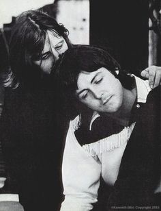 The remarkable comradery among The Beatles. Ringo Starr and Paul McCartney. Beatles Love, Les Beatles, John Lennon Beatles, Beatles Photos, Beatles Guitar, Great Bands, Cool Bands, Paul Mccartney Ringo Starr, Liverpool