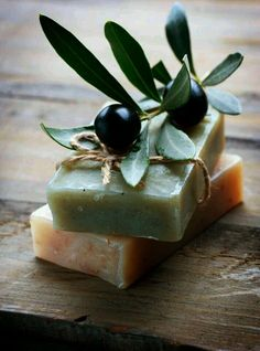 Making Soap from Scratch: The Complete Beginner's Guide to Natural Handmade Soaps Homemade Body Care, Savon Soap, Candle Making Supplies, Soap Favors, Soap Packaging, Olive Tree, Soap Recipes, Soap Molds, Home Made Soap