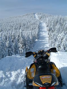 Ride miles of snowmobile trails and world-class ski resorts - we get the most snow in New England. The Border Trail - Maine and Canada meet in a stunning display of open trail. Polaris Snowmobile, Snow Machine, Snow Fun, Winter Fun, Winter Sports, Maine Winter, Winter Scenery, Dirtbikes, Winter Activities