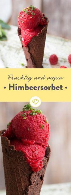 Eis ganz vegan und laktosefrei? Ja, das geht! Mit Sorbet. Mit Himbeeren gemacht ist es ein ganz besonders farbenfroher und fruchtiger Genuss.
