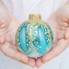 Ornement de Noël main peinte babiole soufflé de par SilverOwlStudio