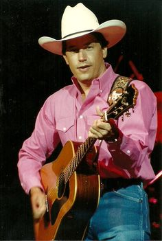 he looks amazing in pink Young George Strait, George Strait Family, Country Musicians, Country Music Singers, Country Artists, Boy George, King George, Joyce Taylor, Jake Owen